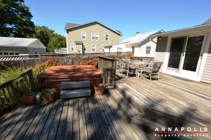 1009-tyler-ave-id752-deck-and-hot-tub