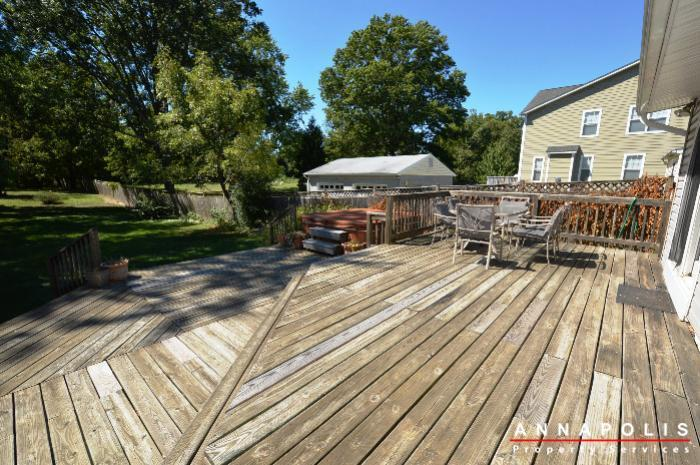 1009-tyler-ave-id752-deck-a