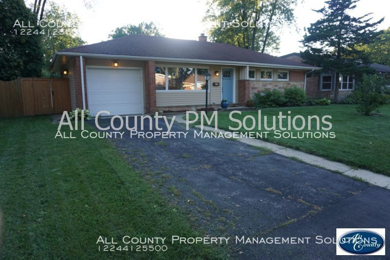 House for Rent in Northbrook