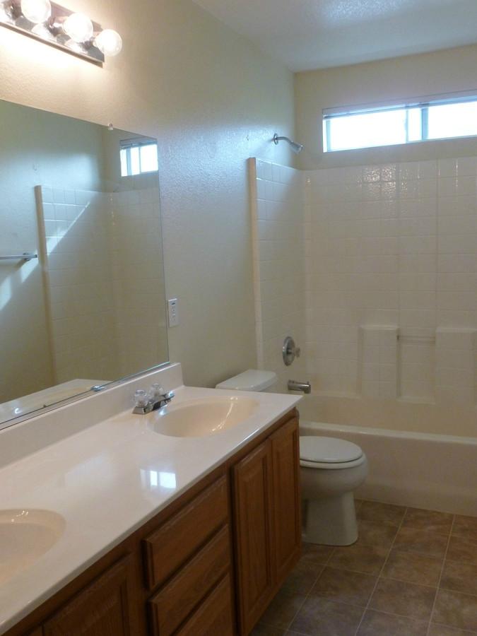 4._hall_bathroom_-_farridge