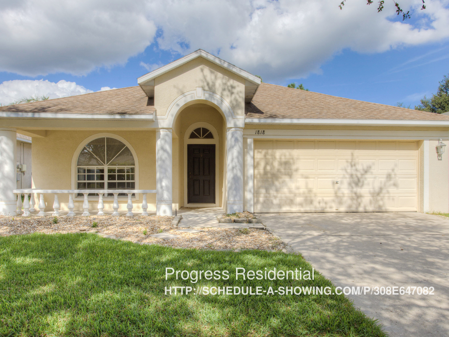 1818 Greystone Heights Dr, Valrico, FL 33594