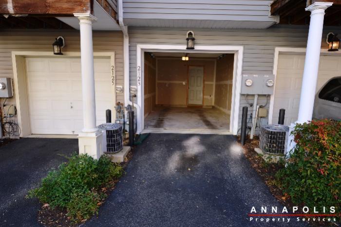 2123-hideaway-court-id773-garage-entrance