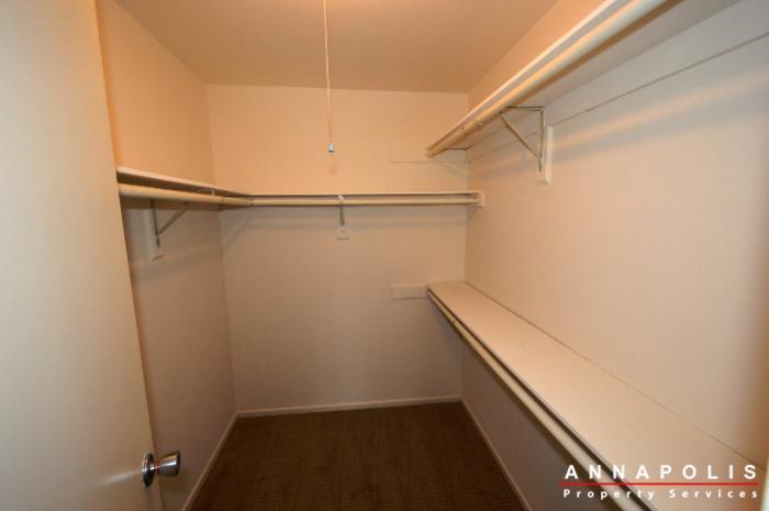 2572-riva-rd-16b-id775-bedroom-1wic
