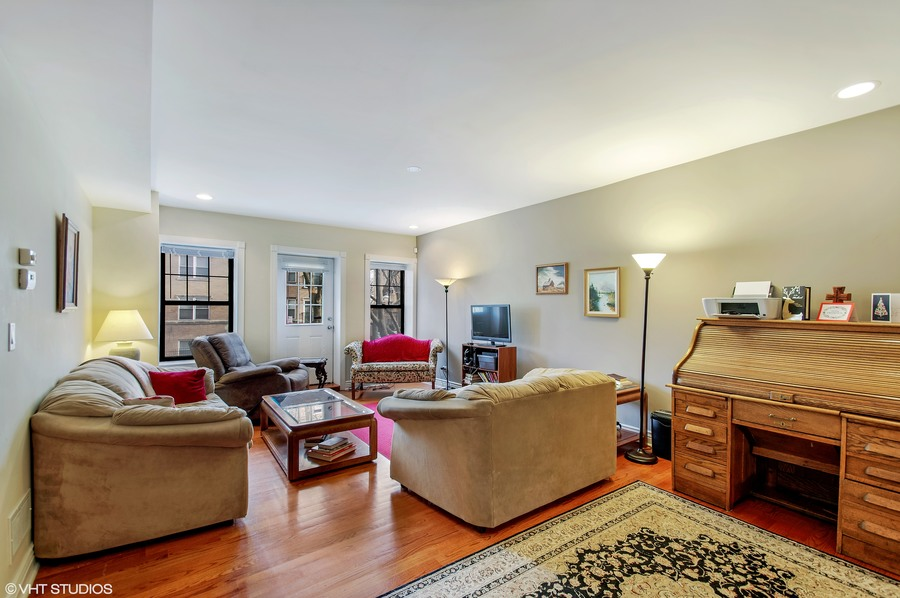03 6300nrockwell unitadx60659 1 livingroom hires