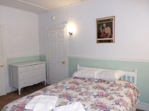 01-three_br_furnished_apartment_4_rent_(2)