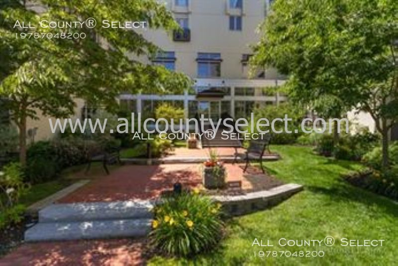 Condo for Rent in Beverly