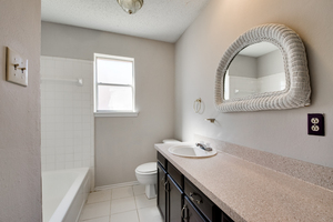 6924_brentwood_stair_road-9