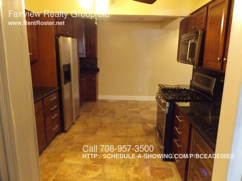 Townhouse for Rent in Country Club Hills