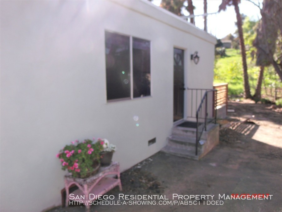 $1395 per month , 3838-B Avocado Blvd,