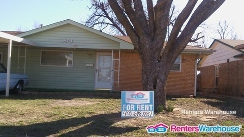$995 per month  801 Spruce Dr