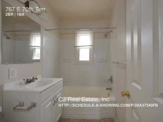 2 bedroom in Kansas City - ---- SCHEDULE A SHOWING ONLINE AT: http://showmojo