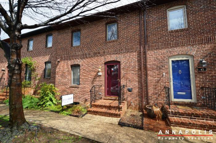 $2300 per month , 43 Water St,