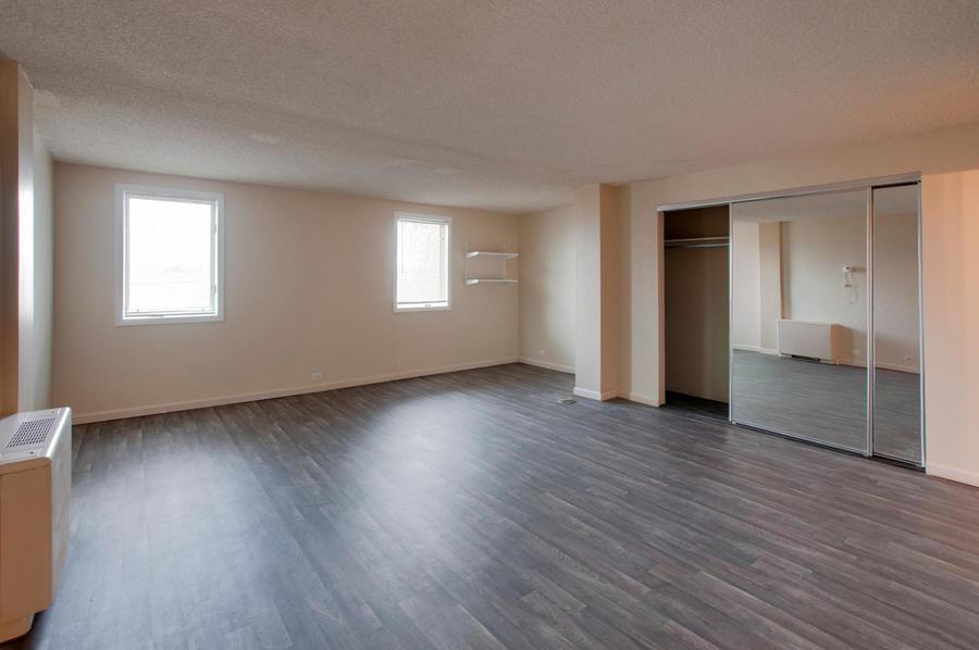 2225_buchtel_blvd_211_denver-large-015-4-master_bedroom-1500x997-72dpi