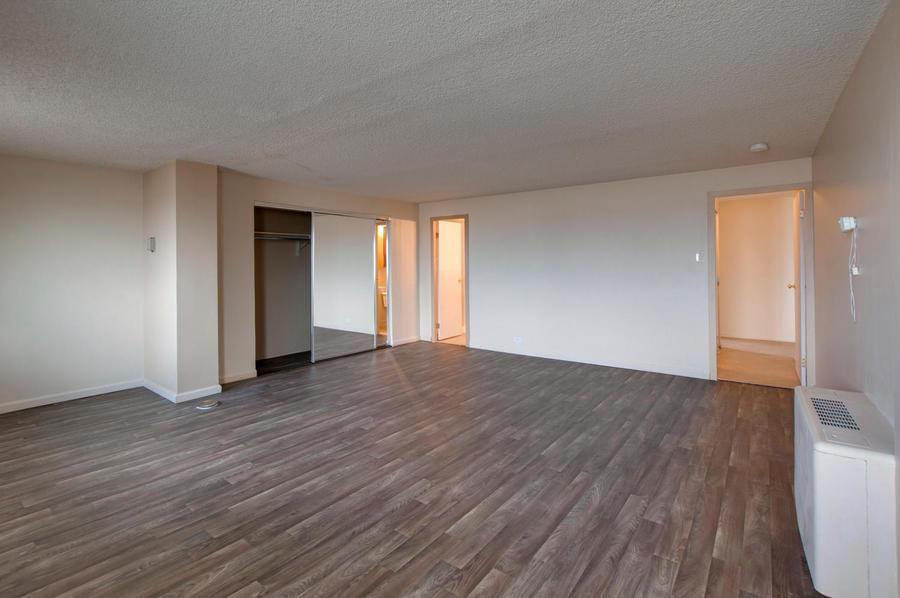 2225_buchtel_blvd_211_denver-large-017-17-master_bedroom-1500x997-72dpi
