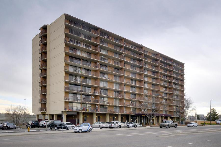 2225_buchtel_blvd_211_denver-large-028-24-front_of_building-1500x997-72dpi