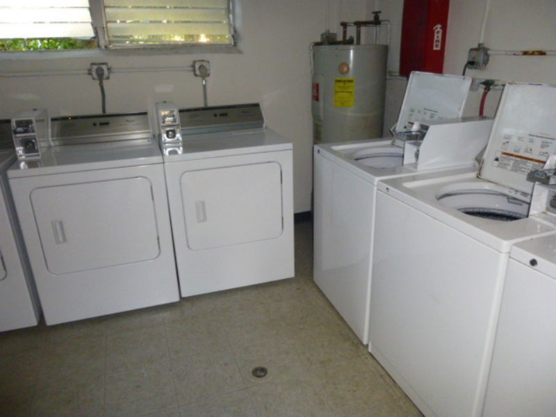 1 bedroom in West Palm Beach - ---- SCHEDULE A SHOWING ONLINE AT: http://showmojo