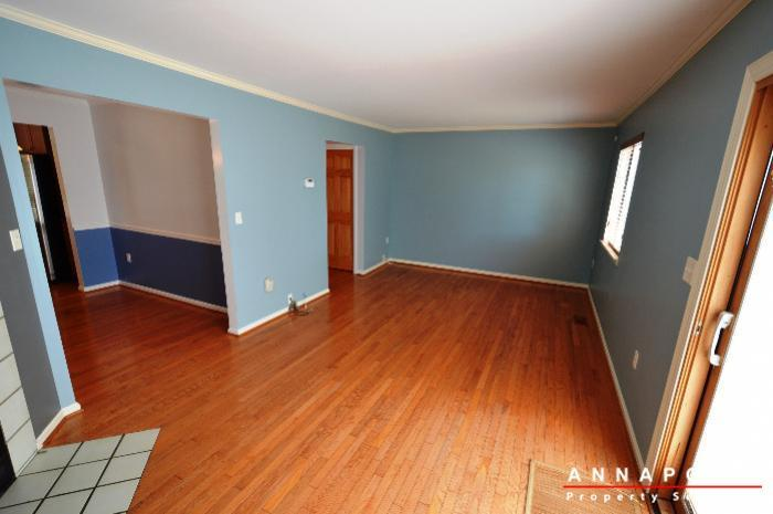 687-genessee-st-id707-living-an