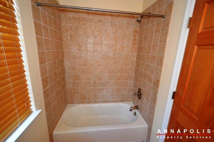 687-genessee-st-id707-main-bath-bn