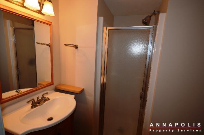 687-genessee-st-id707-basement-bath-bn