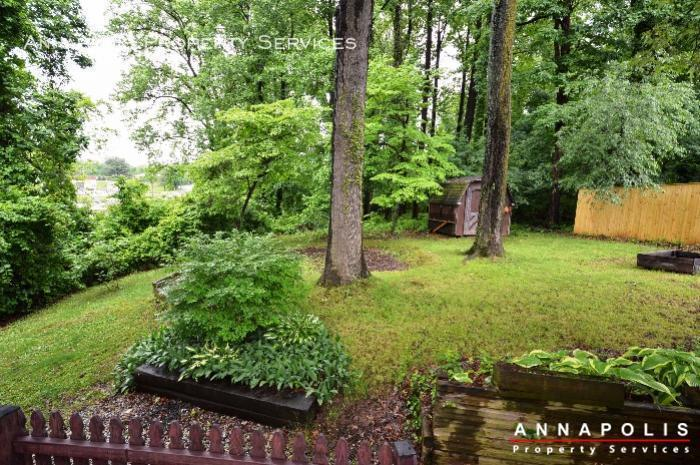 1475 amberwood dr id811 back yard b