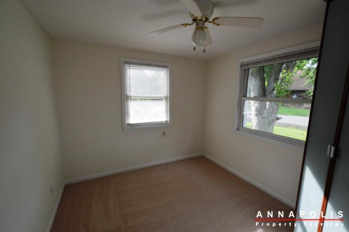 303-kenmore-ave-id807-bedroom-1a
