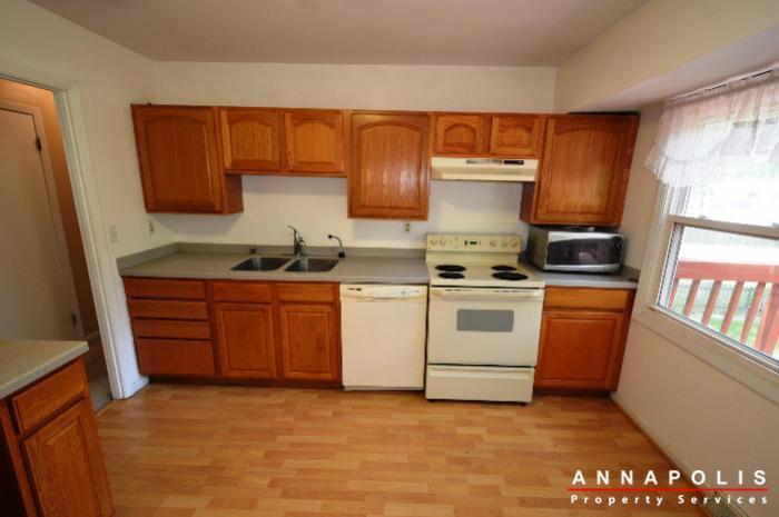 1049-tudor-drive-id208-kitchen-an