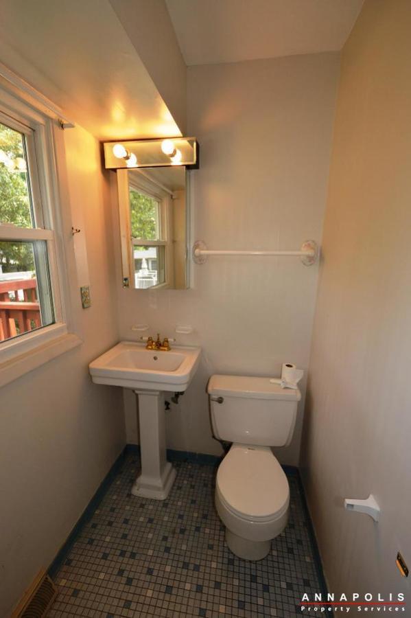 1049-tudor-drive-id208-bedroom-1-half-bathan