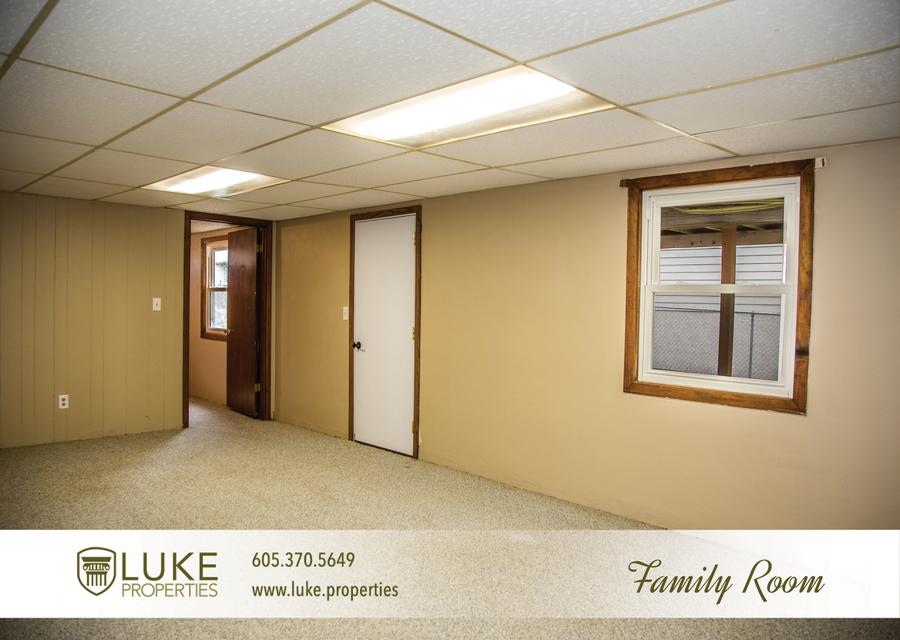 Luke properties 3621 e claudette dr sioux falls south dakota 57103 family room house for rent