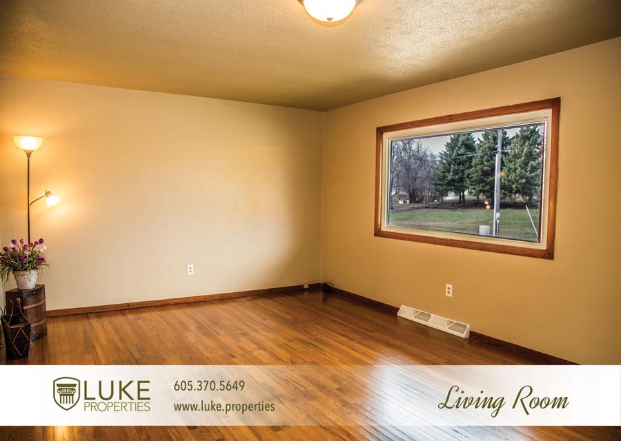 Luke properties 3621 e claudette dr sioux falls south dakota 57103 living room house for rent