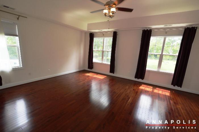 1013-tyler-ave-id839-master-bed-a