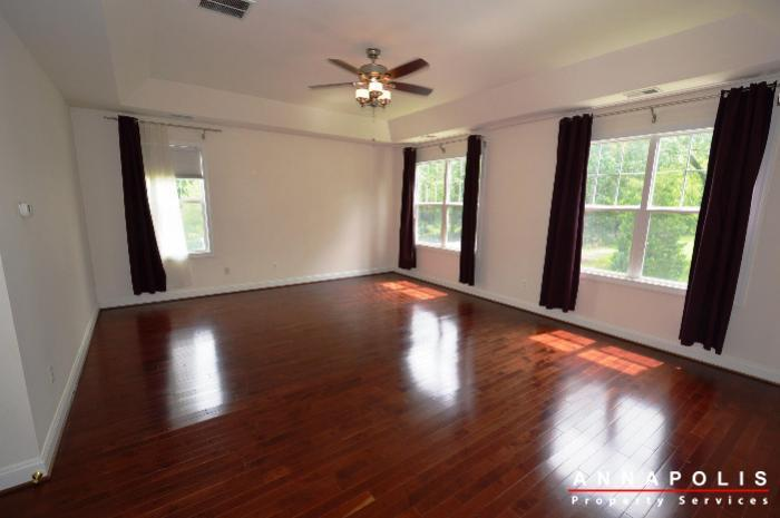 1013-tyler-ave-id839-master-bed-d