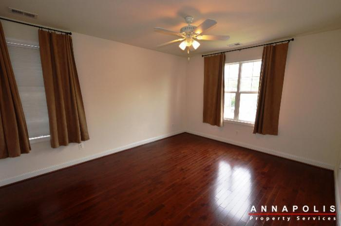 1013-tyler-ave-id839-bedroom-2a