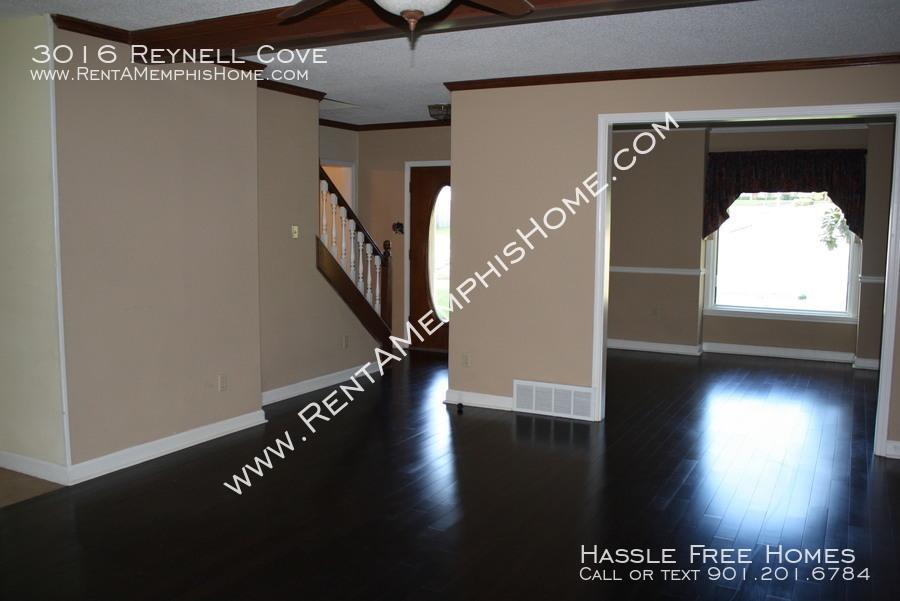 3016 reynell   front door from living room
