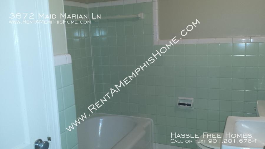 3672 maid marian   bathroom