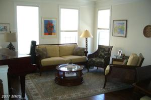 Living_room_(view)