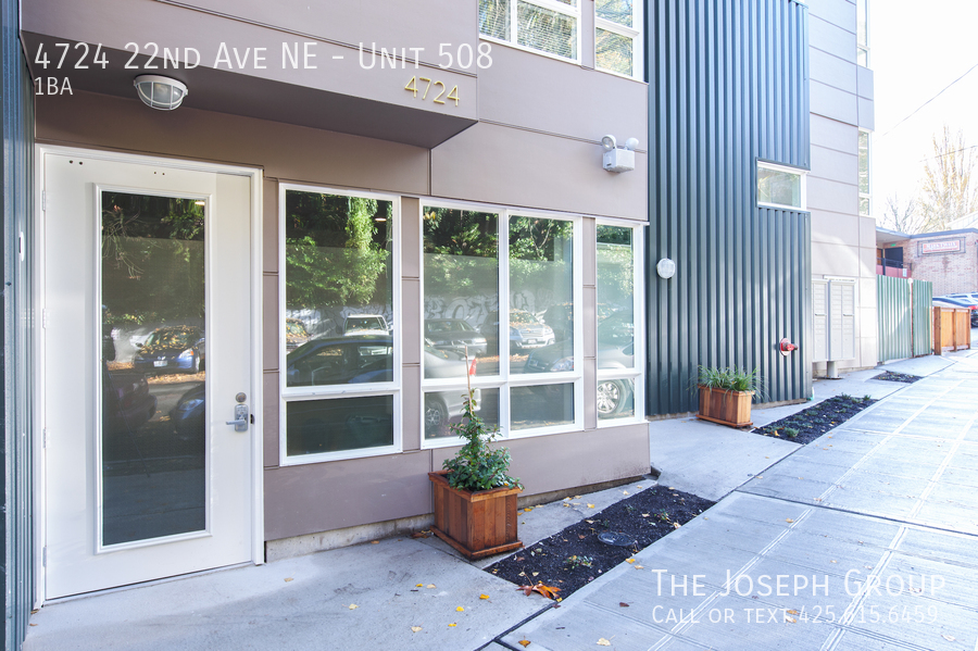4724 22nd Ave NE Brand New Apartment Building minutes from UW!