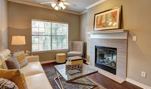 6.0-spacious-living-room-at-marquis-at-turtle-creek-photo-gallery