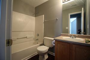 15-hall_bath2