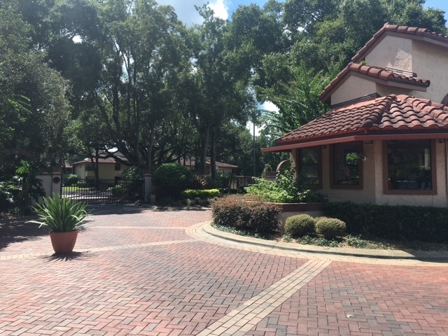 1255 Lake Willisara Cir. 3/2 Condo in gated Lake Pineloch Village