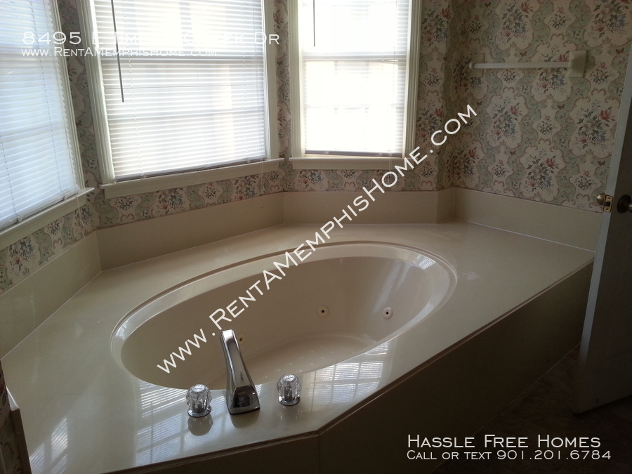 8495 e timber creek   jacuzzi tub