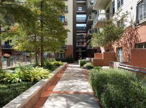 Downtown-amenity-exterior-courtyard