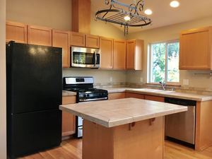 3 Bedrooms, 3 Bathrooms at 22nd and - Seattle apartments for rent - backpage.com