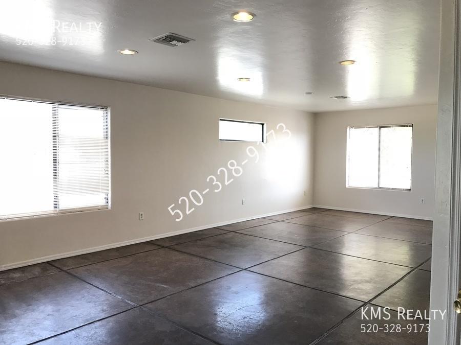 3Bedroom 2 baths House - 6th Ave. & Elvira Road