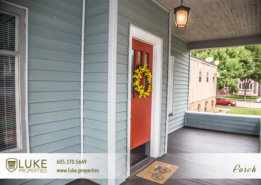 2luke properties 1005 s center ave sioux falls sd 57105 porch 02