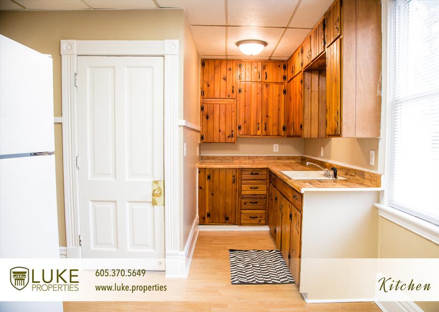 5luke properties 1005 s center ave sioux falls sd 57105 kitchen 05