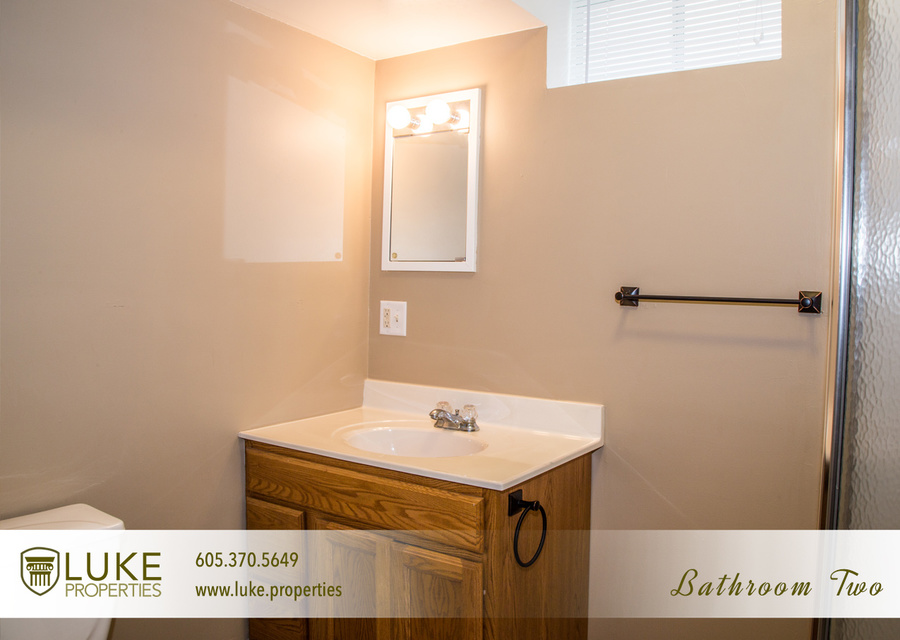 9luke properties 1005 s center ave sioux falls sd 57105 bathroom two