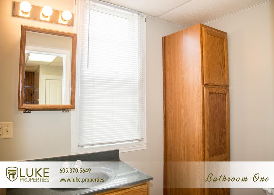 8luke properties 1005 s center ave sioux falls sd 57105 bathroom one