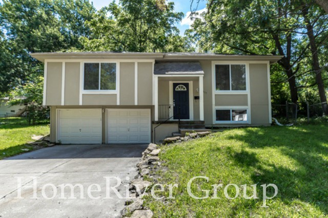 Fall in Love with this Charming 3 Bed/ 1.5 Bath Split Floorplan House!