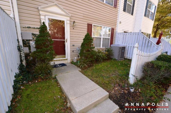 60h-amberstone-court-id868-front-yard-a