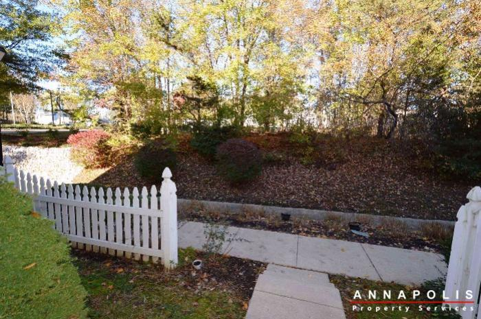 60h-amberstone-court-id868-front-yard-b